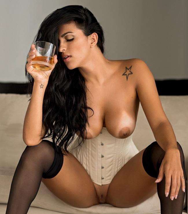 Η Gaby Potência  γυμνή στο Playboy Βραζιλίας